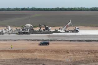Укладку бетонной трассы на Полтавщине показали на видео