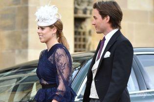 В прозрачном кружевном платье: принцесса Беатрис вместе с возлюбленным-миллионером на свадьбе в Виндзоре