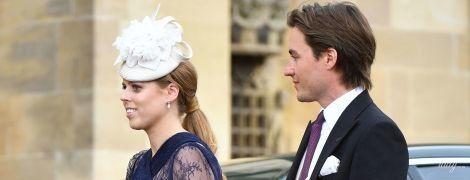 У прозорій мереживній сукні: принцеса Беатріс разом з коханим-мільйонером на весіллі у Віндзорі