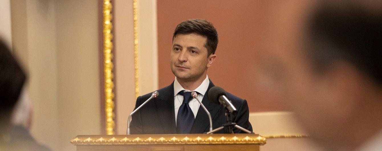 З сайту президента зникли фото і заяви Порошенка. Чому у Зеленського видалили згадки про попередника