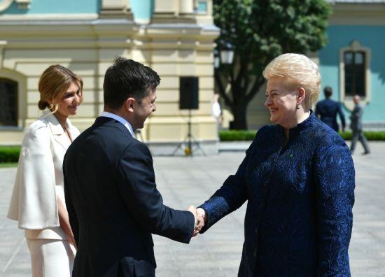 """""""Україна буде гарною сестрою"""": Зеленський зустрівся з іноземними делегаціями"""