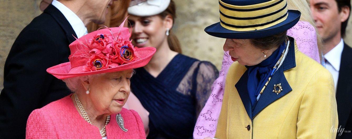 Маму не затмила: дочь королевы Елизаветы II пыталась выглядеть ярко на свадьбе в Виндзоре