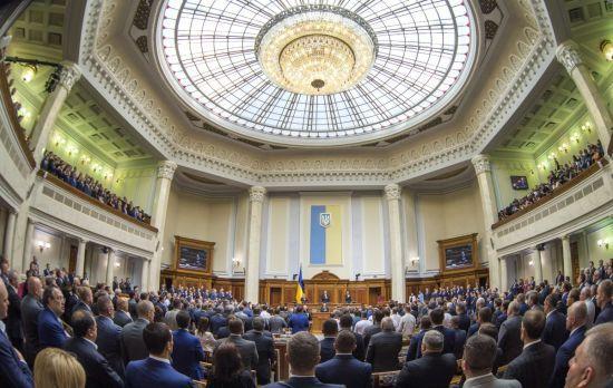 Зеленський проводить консультації щодо розпуску Ради