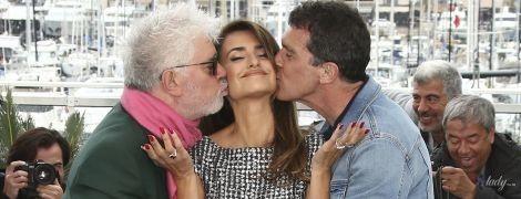 Надела неудобные туфли и целовалась с двумя мужчинами: Пенелопа Крус в Каннах