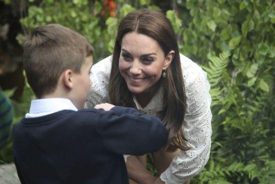 Кейт Міддлтон у кедах та широких штанях представила свій сад на виставці квітів