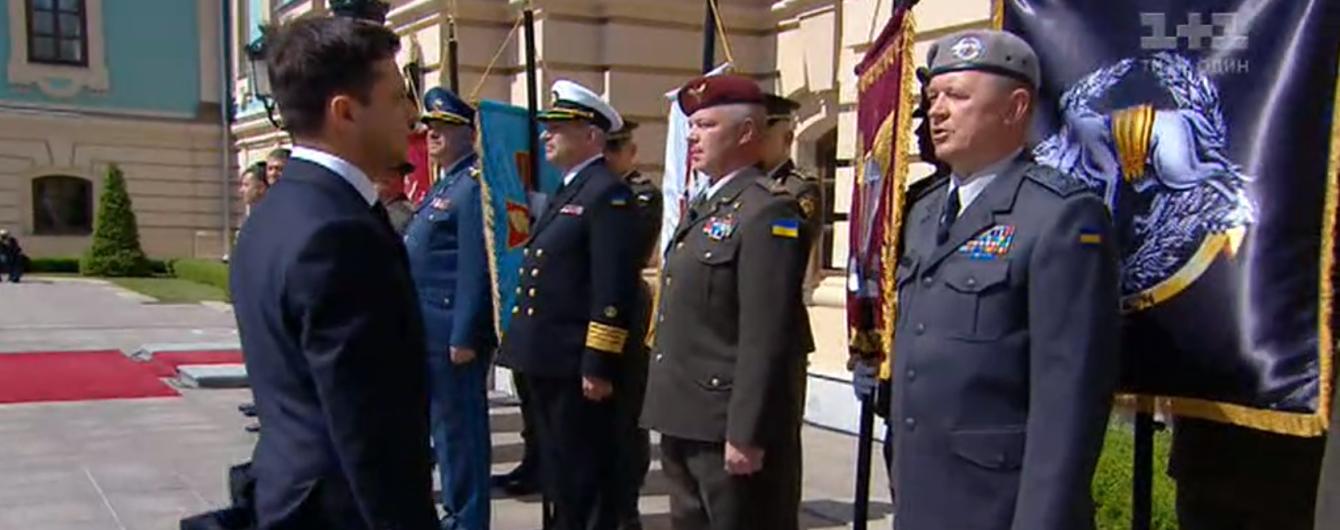 Глава СБУ и командующий ССО нарушили устав и не отдали честь Владимиру Зеленскому