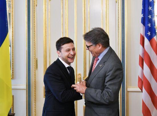 Зеленський зустрівся з офіційною делегацією США. Про що говорили