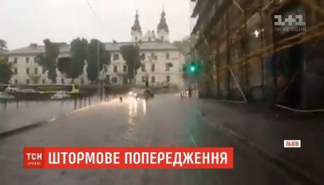 Штормовое предупреждение объявили во Львовской области