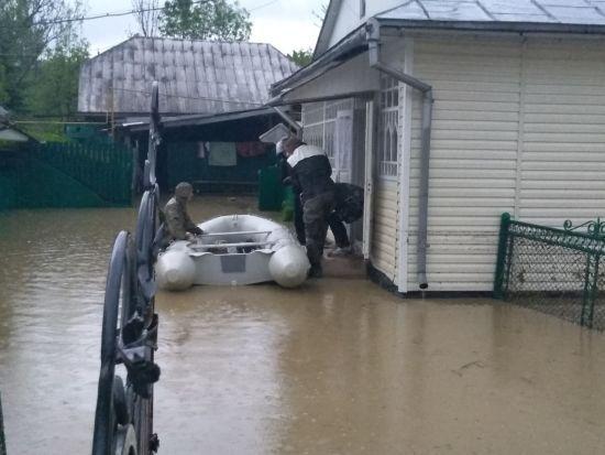 На Прикарпатті знову підтопило близько 20 населених пунктів