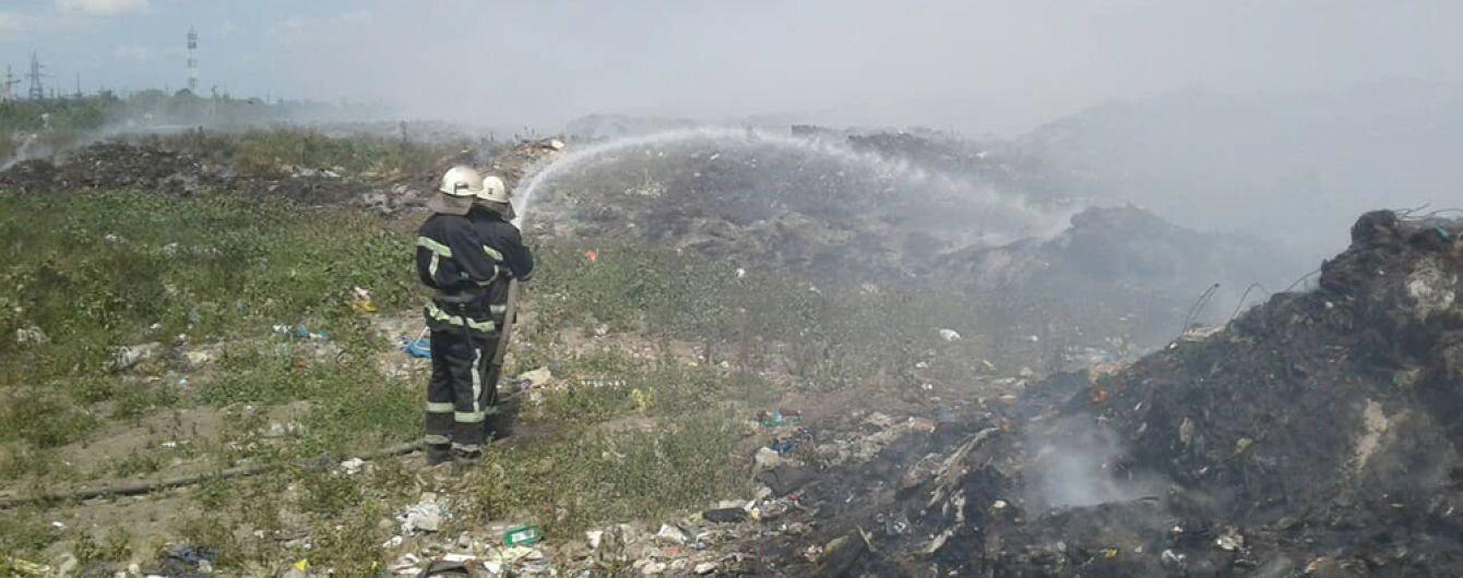 На Николаевщине уже вторые сутки масштабно горит свалка