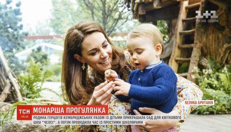 """Семья герцогов Кембриджских вместе с детьми украшали сад для цветочного шоу """"Челси"""""""