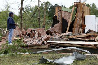 Разбитые дома и отсутствие электричества: полсотни смерчей бушуют в США