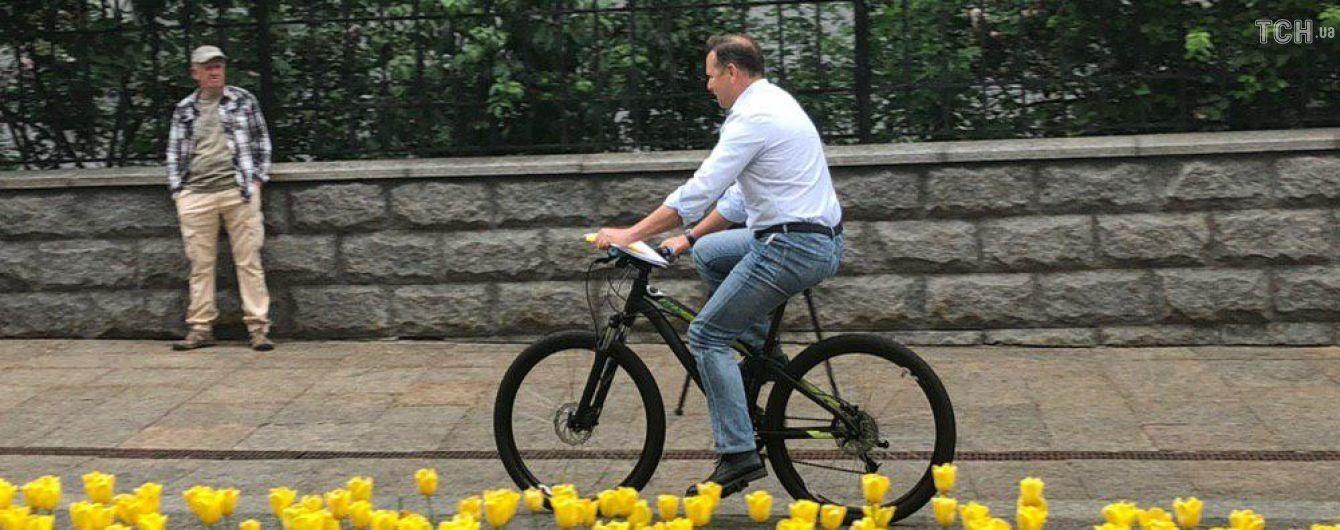 Ляшко приехал к Зеленскому на велосипеде и требовал стоянку