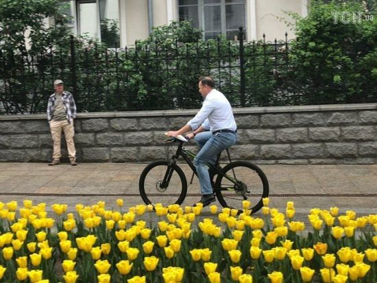 Ляшко приїхав до Зеленського на велосипеді та вимагав стоянку