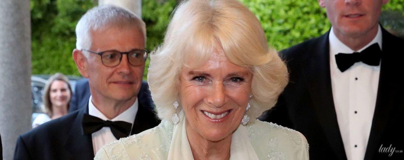 В белом платье и с бриллиантами: герцогиня Корнуольская на торжественном приеме
