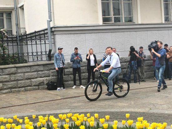 Ляшко приїхав до Зеленського на американському велосипеді. ТСН.ua з'ясував ціну