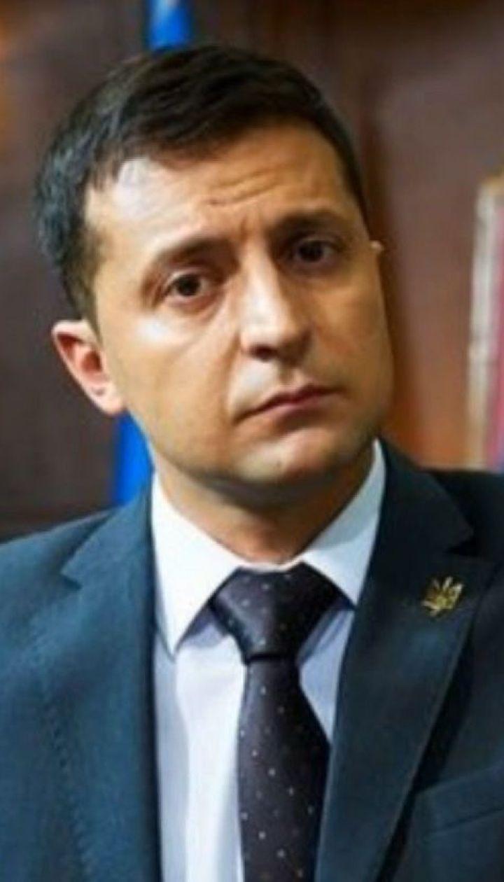Не икона и не портрет: Владимир Зеленский попросил не вешать его изображение в кабинетах