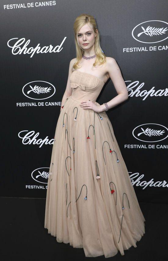 Ель Феннінг через затісну сукню знепритомніла на вечірці в Каннах
