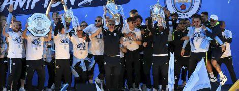 """Танець Гвардіоли та футболка-тролінг від Компані. Як """"Манчестер Сіті"""" провів парад на честь тріумфального сезону"""