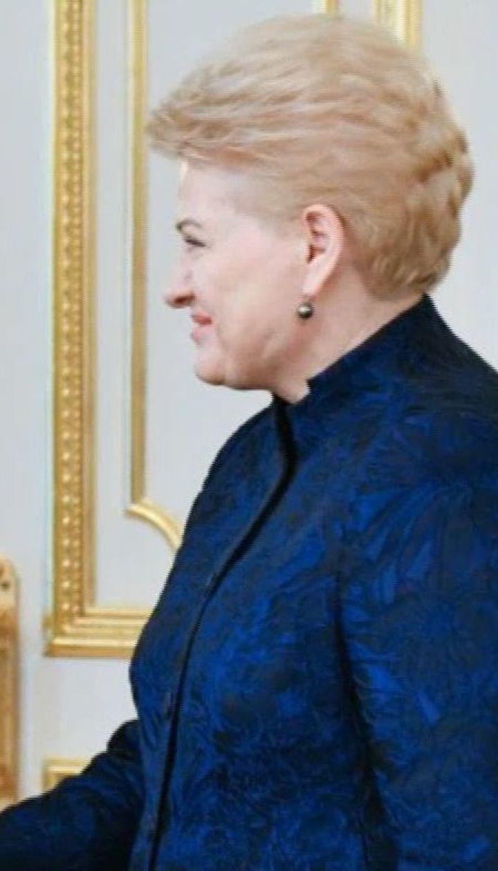 Зеленский поблагодарил президента Литвы за помощь в лечении наших раненых бойцов