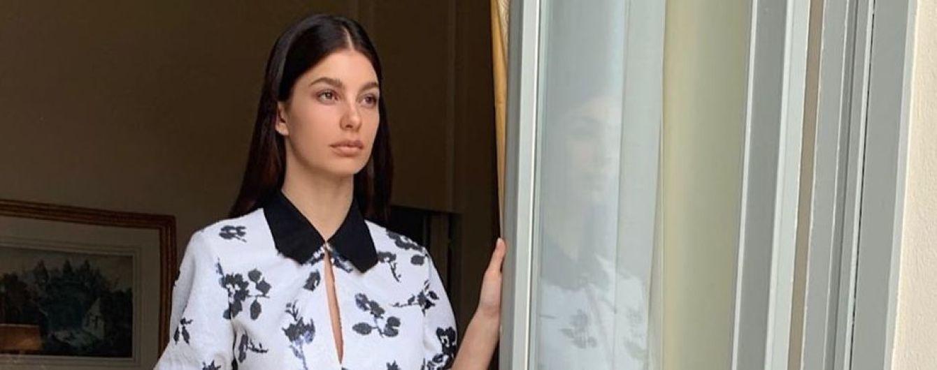 В мини-платье с цветочным принтом: возлюбленная Ди Каприо – Камила Морроне, в Каннах
