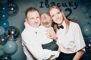 Юрий Горбунов показал, как с сыном читает книжки