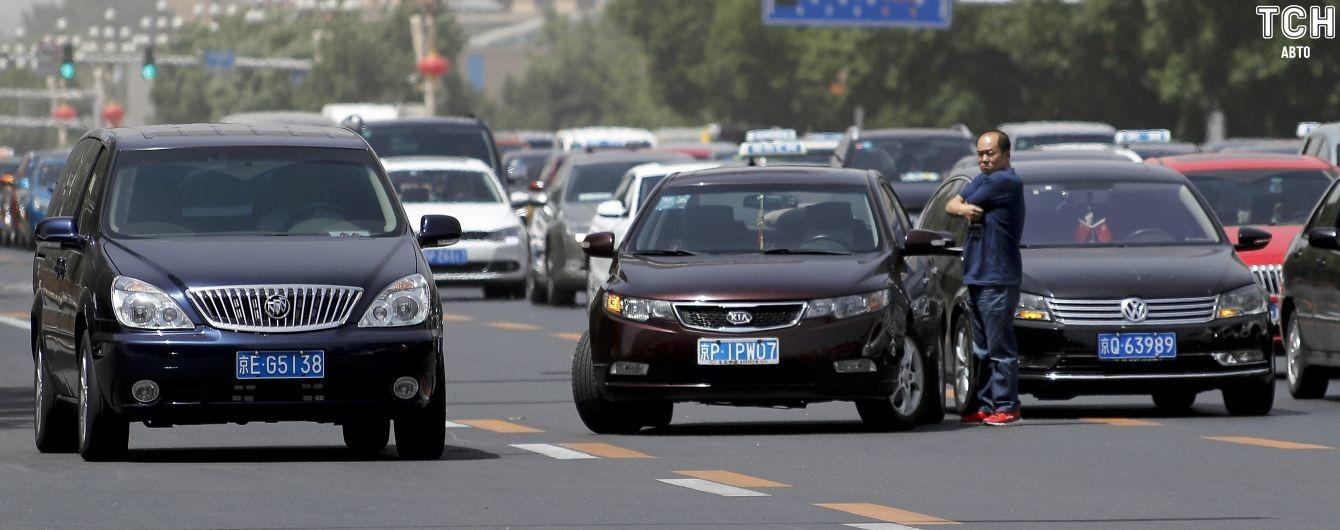 Масштабный обвал авторынка в Китае. Кто удержался от катастрофического спада продаж