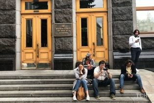 """""""Чтобы я с ума сошел?"""": Зеленский прокомментировал возможность переезда на Банковую"""