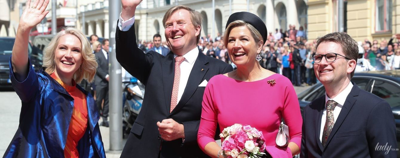 В розовом платье с пышной юбкой: королева Максима с супругом отправилась в тур по Германии
