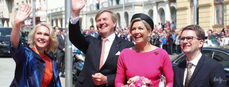 В рожевій сукні з пишною спідницею: королева Максима з чоловіком вирушила в тур Німеччиною