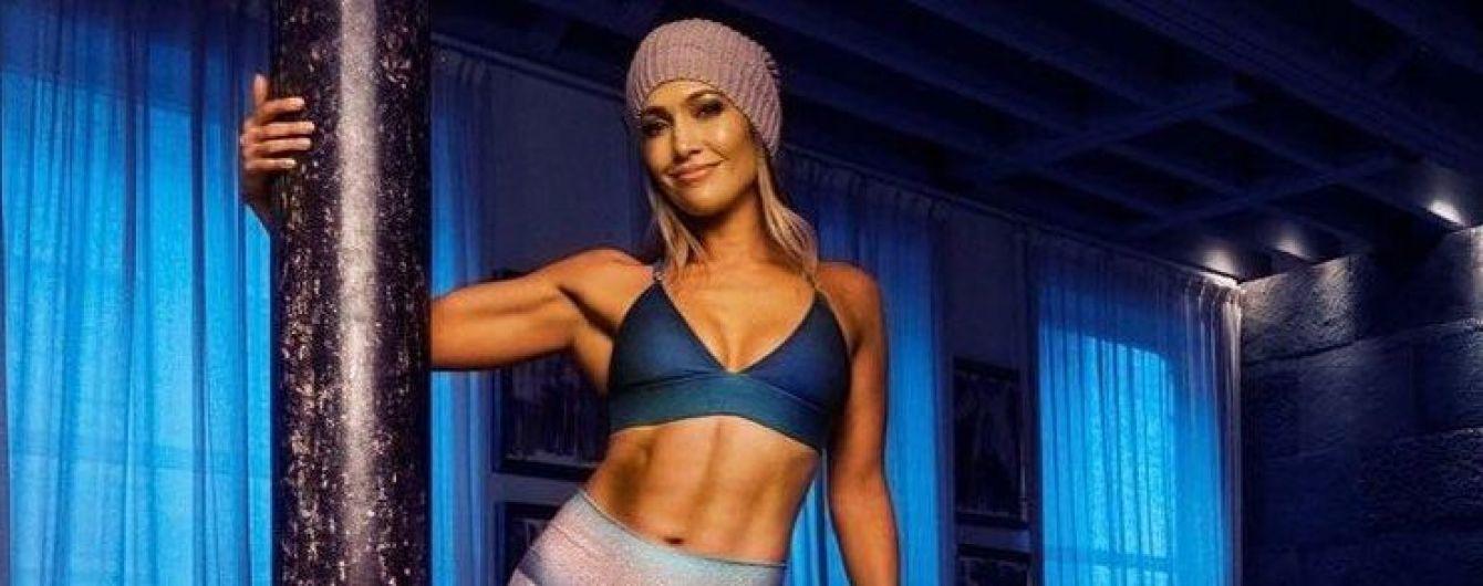Вот это пресс: Дженнифер Лопес продолжает удивлять своей физической формой