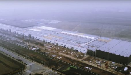 Неймовірно. З'явилося відео з майже добудованого заводу Tesla у Шанхаї