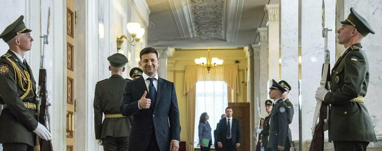 Открытая Банковая, роспуск парламента и встреча с лидерами фракций. Как прошел первый день Зеленского на Банковой