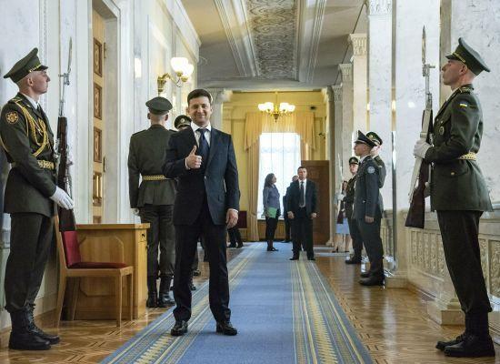 Відкрита Банкова, розпуск парламенту і зустріч з лідерами фракцій. Як пройшов перший день Зеленського на Банковій
