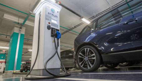Енергоімперія Ахметова вкладає мільйони у мережу зарядок, з'єднуючи регіони з Києвом