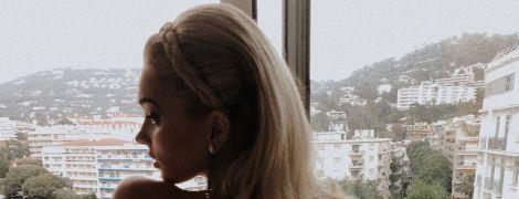 Топлес і в стрингах: Ельза Госк показала, як розважається у Каннах