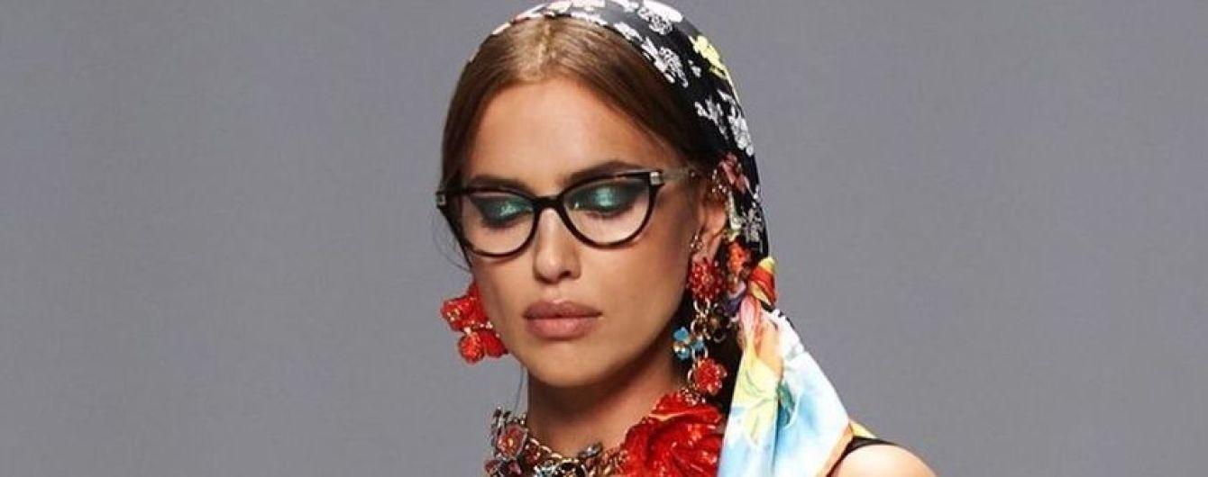 У лаконічному вбранні та з масивними прикрасами: Ірина Шейк в новому фотосеті