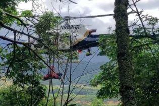 У Каліфорнії жінка вижила після того, як на машині вилетіла зі 140-метрової скелі
