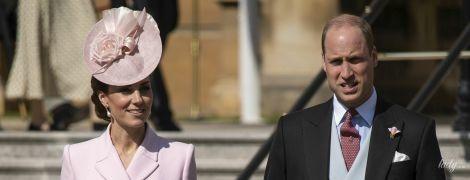 Дорого и красиво: герцогиня Кембриджская в нежном образе посетила вечеринку в Букингемском дворце