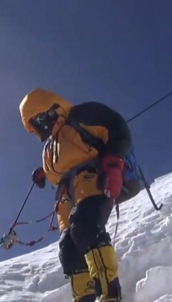 Непальский альпинист-проводник покорил Эверест 24-й раз
