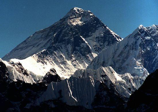 Непал та Китай заново виміряють висоту Евереста