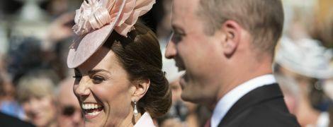 Весела Кейт у рожевому вбранні побувала на садовій вечірці