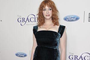 Рыжая и сексуальная: Кристина Хендрикс подчеркнула грудь красивым платьем