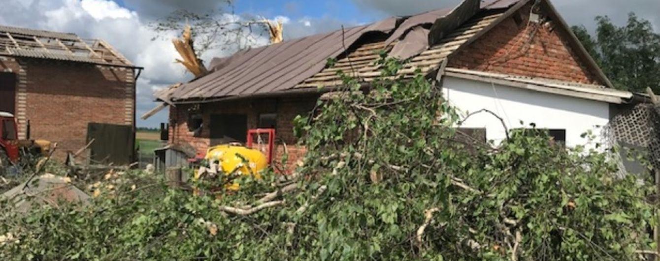 Потужний смерч пошкодив понад 100 будинків у Польщі