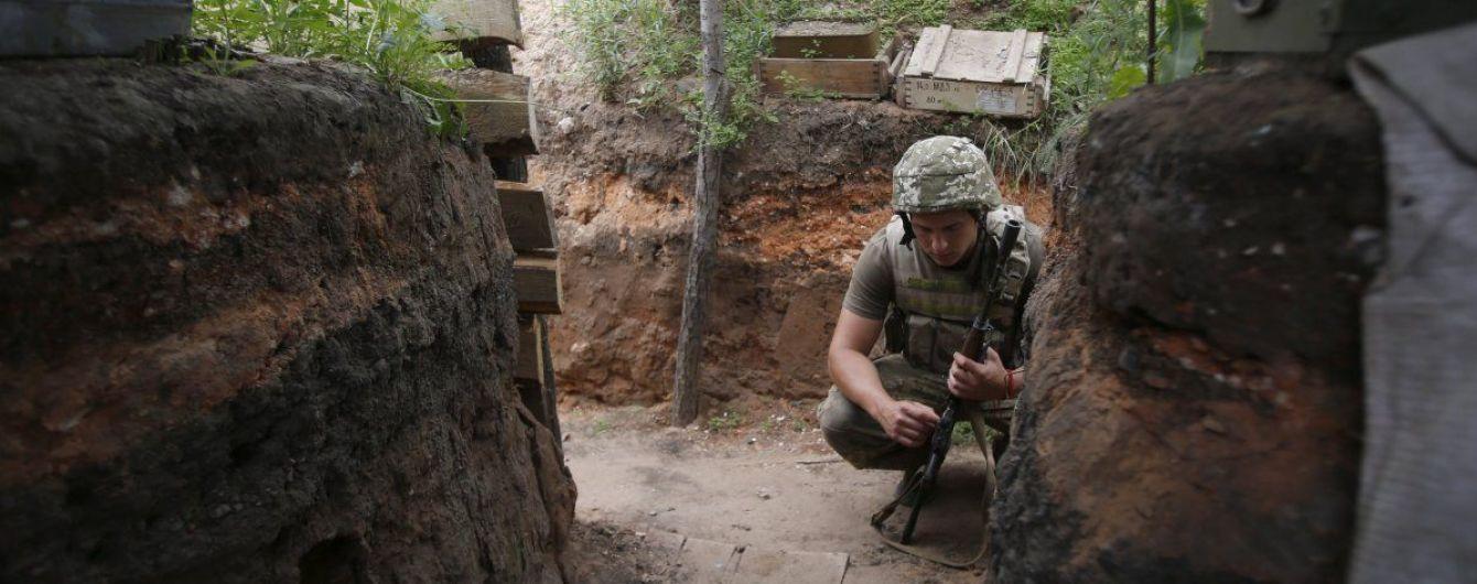 Террористы на Донбассе стреляли из запрещенного оружия, боец ООС ранен