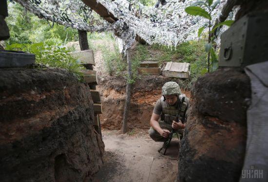 Ситуація на Донбасі. Під час обстрілів поранення отримав український військовий