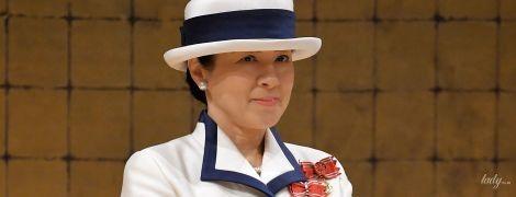 В эффектном белом костюме и шляпке: первый официальный выход новой императрицы Японии