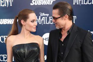 Разведенные Брэд Питт и Анджелина Джоли объединились ради шампанского
