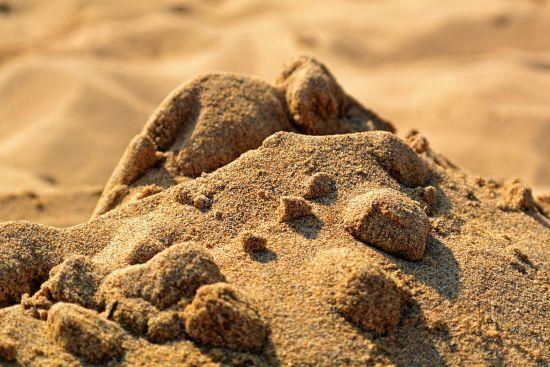 У Києві чиновник викрав 570 тисяч тон піску з річки Дніпро