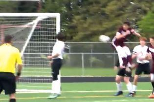 У США футболіст забив приголомшливий гол сідницями і став героєм Інтернету